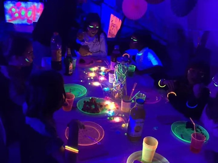 anniversaire fluo party 8 15 ans a domicile idf