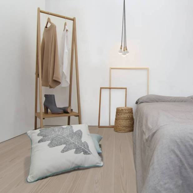 Clapham Common Flat 2 : Scandinavian style bedroom by Yam Studios
