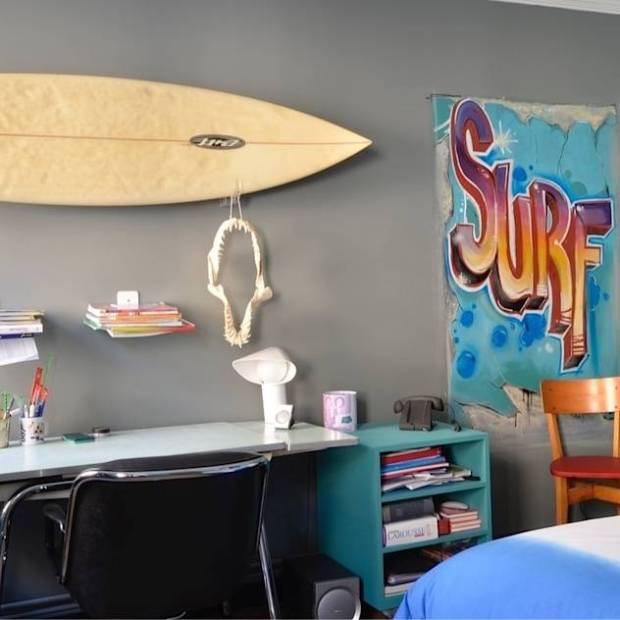 Chambre d'ado surfer : Eclectic style nursery/kids room by cecile kokocinski