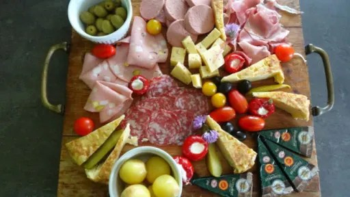 planches aperitif charcuteries fromages