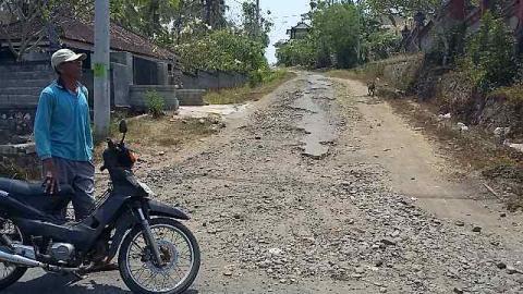 Jalan Pedesaan di Jembrana Masih Banyak yang Rusak
