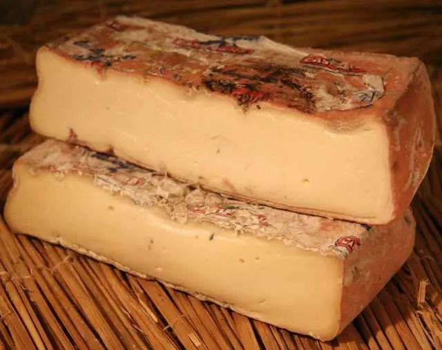 Queso-gourmet-de-italia-Taleggio-que-se-distingue-por-su-sabor-y-aroma-El-Portal-del-Chacinado