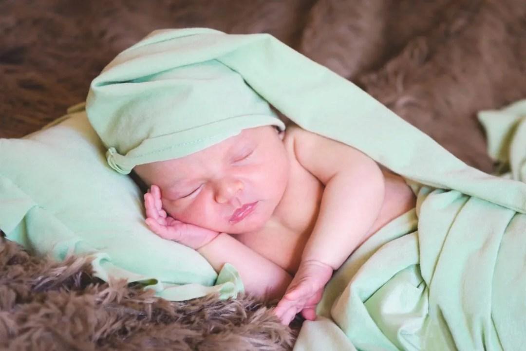 kidsfoto.es Sesión recién nacido en Casa. Newborn fotografía. Fotógrafo bebe en Zaragoza