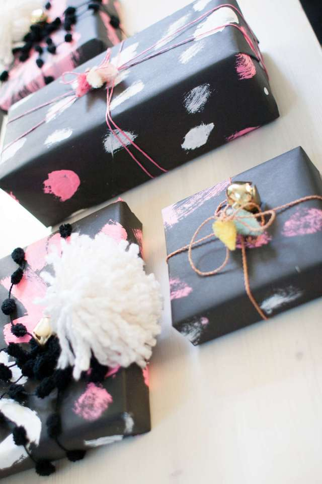 20 Creative Holiday Gift Wrap Ideas _ Dress up those packages with some creative embellishments __ www.thepaperycraftery.com