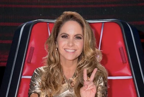 Lucero publishes his most ardent photo in a swimsuit showing his enormous breasts (PHOTO)