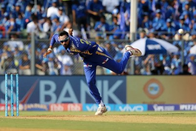 Krunal Pandya of the Mumbai Indians bowls during match 16 of the Vivo 2017 Indian Premier League between the Mumbai Indians and the Gujarat Lions held at the Wankhede Stadium in Mumbai, India on the 16th April 2017 Photo by Vipin Pawar - IPL - Sportzpics