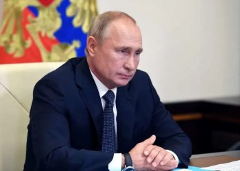 Russian President Vladimir Putin chairs a meeting with members of the government via video link at the Novo-Ogaryovo state residence outside Moscow, Russia August 11, 2020. Sputnik/Aleksey Nikolskyi/Kremlin via REUTERS ATTENTION EDITORS - THIS IMAGE WAS PROVIDED BY A THIRD PARTY.