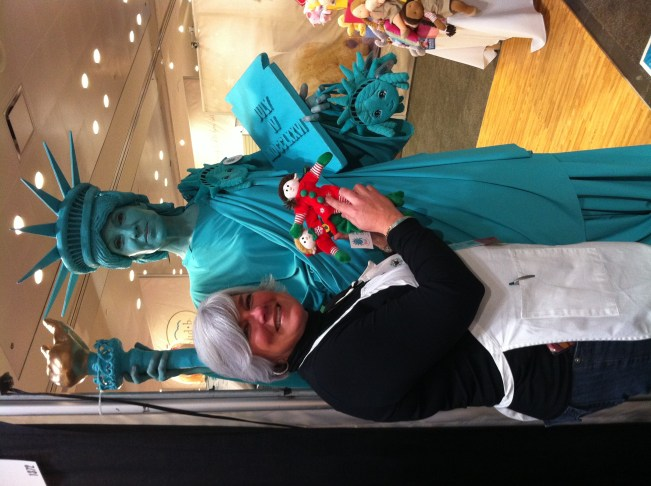 Elves with the Statue of Liberty