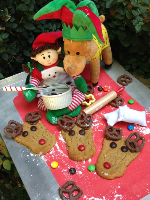 Elf baking reindeer cookies