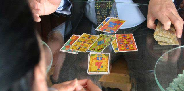 live-tarot-reading