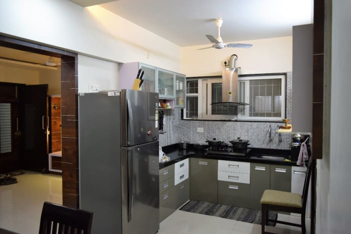 Compact Modular Kitchen With L Shaped Kitchen Counter By