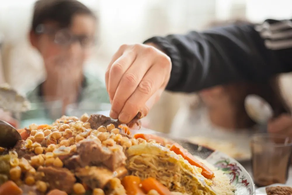 Eating Etiquettes and Food Culture in India, Africa and Middle East: How to  Eat With Your Hands - Wego.com