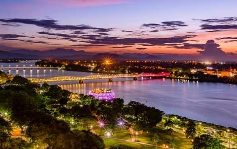 Đi Thuyền Ăn Tối Riêng Trên Sông Hương