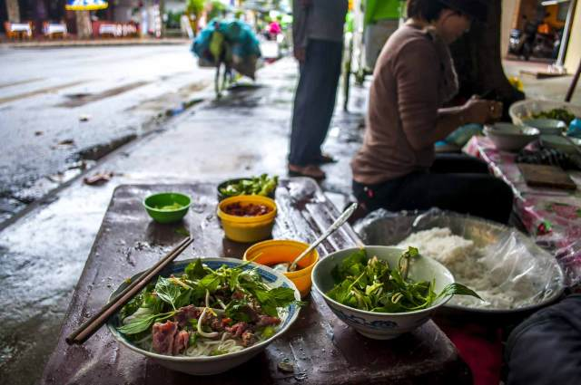 viet street food11 - Why Vietnam is a Great Digital Nomad Destination in 2019