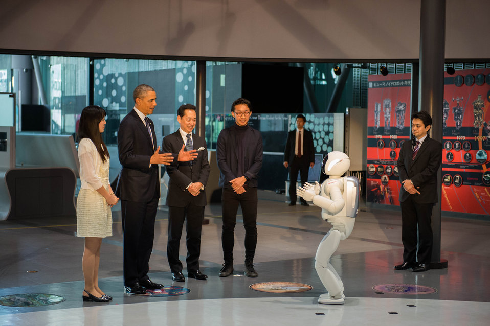 asimo with politicians