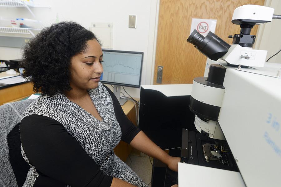 Chanelle McArthur using aRaman Spectrometer