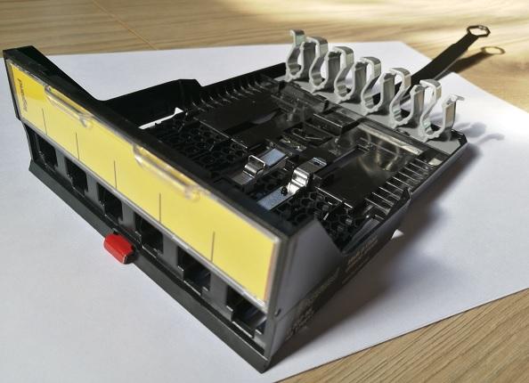 Legrand Cassette 6 RJ45 LCS3 : Façade avec Étiquette et Gestion Câble à l'arrière