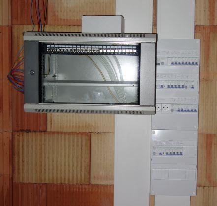 Baie de brassage 19 pouces mis en place par électricien (Florent)