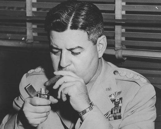 Le Général Curtis LeMay était commandant en chef de la Strategic Air Command lorsque la liste cible a été préparée