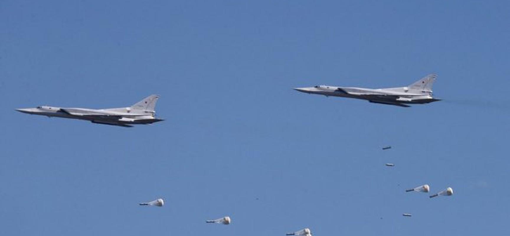 """Des bombardiers russes Tu-22 M3 détruisent un dépôt d'armes et une base d'entraînement du réseau terroriste """"Daech"""" à Raqqa"""