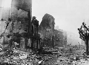 La ville de Guernica après les bombardements de la Luftwaffe allemande et de l'Aviazione Legionaria, le 26 avril 1937.