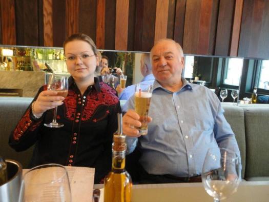 Sergey Skripal avec sa fille Yulia dans leur restaurant préféré Zizzi à Salisbury.