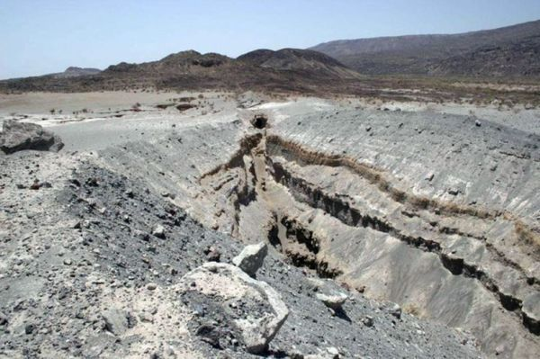 In 2005, a giant fissure had already opened up in the earth's crust north of Afar, a desert area some 100 km south of the Ethiopian-Eritrean border.  (Photo: University of Auckland)