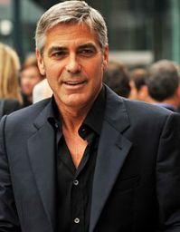 Clooney est devenu fou à propos les casques blancs.
