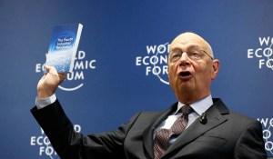 Klaus Schwab, fondateur du Forum de Davos et promoteur de la grande Réinitialisation, nous explique le projet d'implantation de puces électroniques chez l'Homme