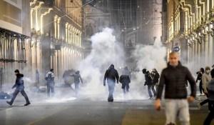 Italie – Les manifestations de masse contre le confinement deviennent violentes