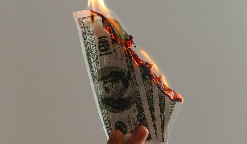 Le Bitcoin est une arnaque, mais le dollar pas du tout
