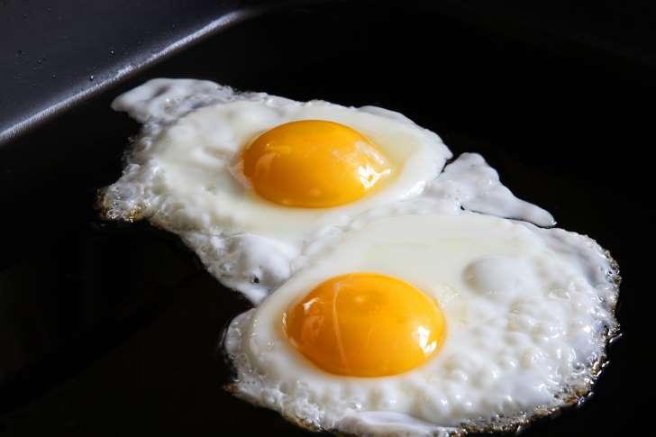 6 Langkah Simpel Membuat Telor Cepok (Telur Mata Sapi) yang Sempurna