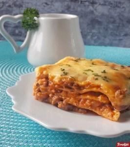 lasagna panggang lezat keju