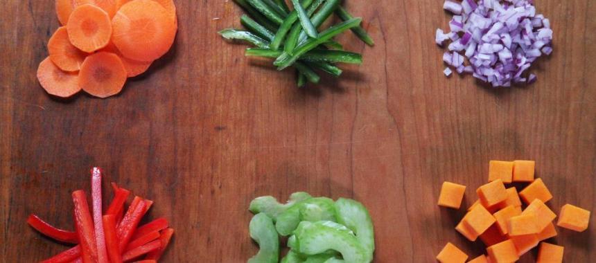 4 Cara Memotong Sayuran dengan Rapi dan Cantik