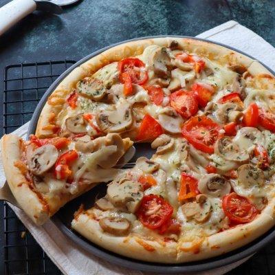 pizza mozarella jamur enak