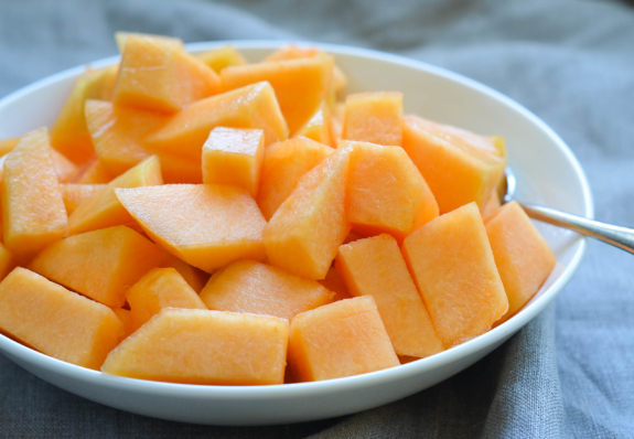 How-to-cut-a-melon-10-575x398.jpg