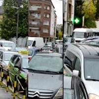 Svakodnevni kolaps i haos u centru Leskovca za koji nema rešenja? Najviše ispaštaju deca - VIDEO