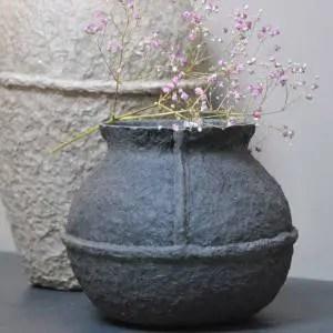 17.50 € TTC SERAX Vase en papier mache carbone