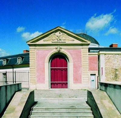 La Maréchalerie, centre d'art contemporain de l'école nationale supérieure d'architecture de Versailles, est située à l'arrière des Petites Ecuries du château royal (01 39 07 40 27).