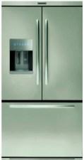 9. Dans la gamme des réfrigérateurs carrossés trois portes, KitchenAid propose sept modèles avec distributeur interne d'eau fraîche et glaçons, avec ou sans finition Inox EasyClean anti-trace.
