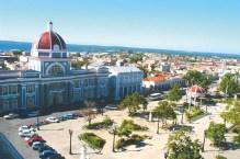 Fondée par les Espagnols et colonisée en premier lieu par les Français, Cienfuegos, déploie un charme irrésistible. Son centre historique, classé site du patrimoine mondial, regorge d'élégantes bâtisses, vestiges de son passé colonial français.