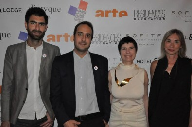 The-organisator-Francesco-Pirrello,-the-curator-Clément-SAUVOY,-The-galerist-Valérie-Goodman,-the--editor-in-chief-of-Résidences-Décoration-Marie-Daunas-en-tant-qu'objet-dynamique---1