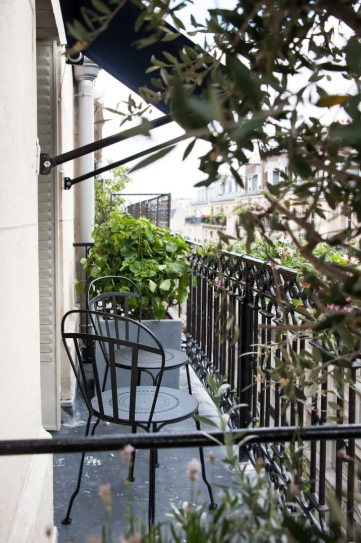 bachaumontsuite_balconyview_outside-colour©PAUL-BOWYER