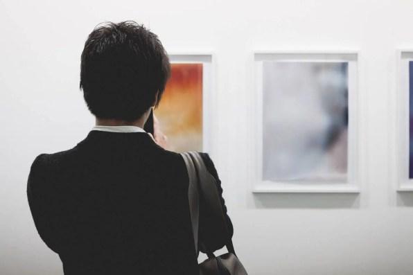 Visiteur-attentif-©Ghizlene-Lachachi-copie-2