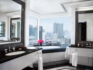 Grand-Deluxe-Harbour-View-Suite---Bathroom_H