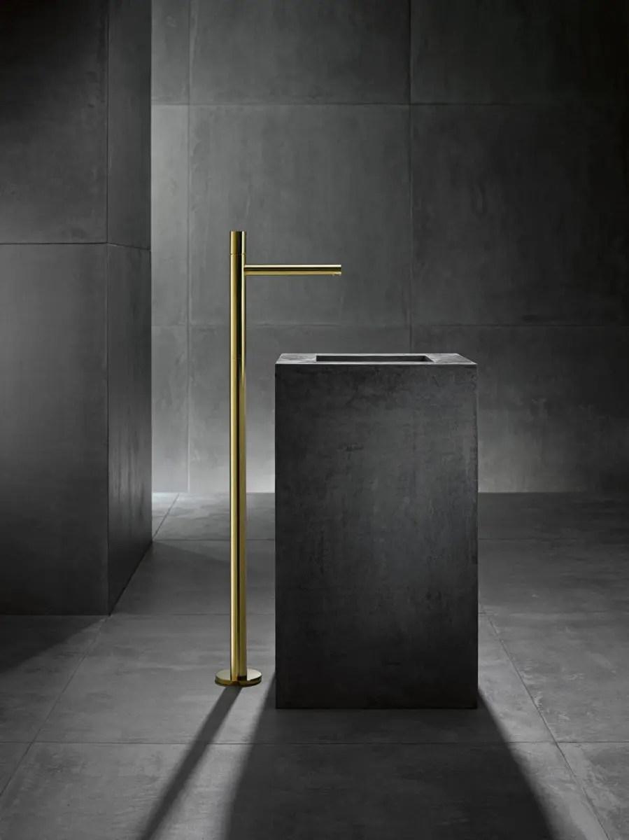 AXOR_drp_Uno_Zero-Handle_Freestanding_Washbasin-Tap_Gold