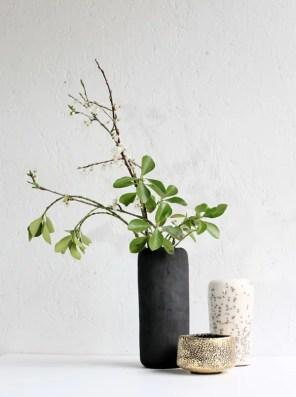 M Vases noir brut+ blanc et bol or 2