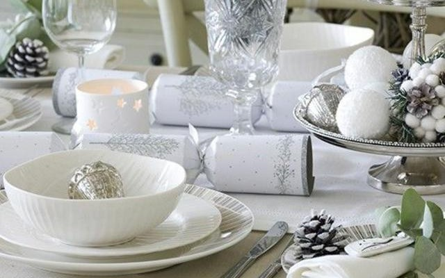 15 Impressive Christmas Table Decorations Ideas