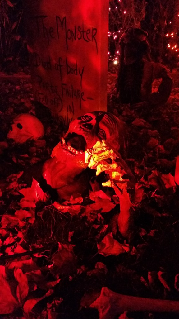 Scare Your Guest With This Stunning Zombie Halloween Decorations