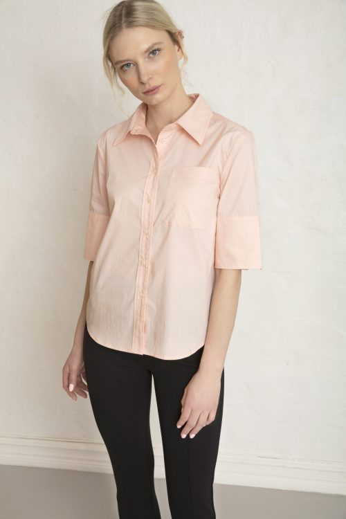 Rope Sateen shirt in chintz rose with Lou ecovero straight pants black